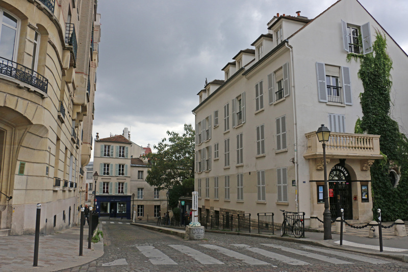 Classically proportioned buildings, Montmarte