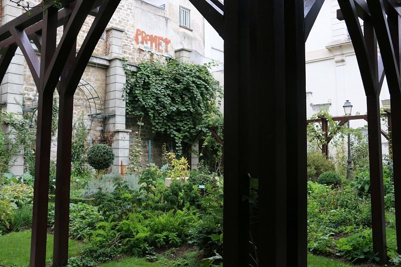 A secret garden, Montmartre