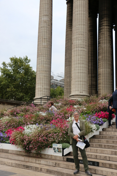 La Madeleine's massive 60 foot columns dwarf Georgia