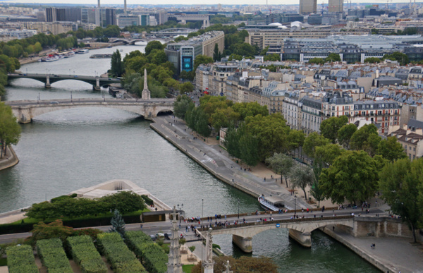 Some of the many bridges spanning the Seine in Paris