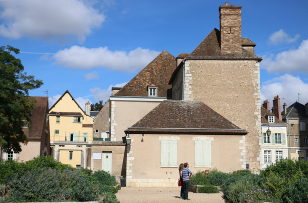 The sublime geometry of an ancient Chartres household