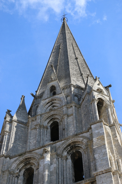 Central tympanum of the Royal portalhartres Cathedral: The simple pyramid of the south tower