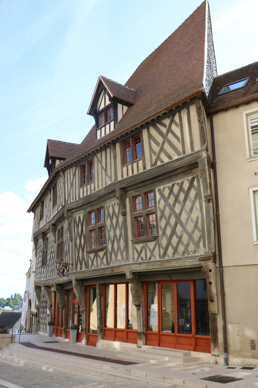 Medieval building, Chartres