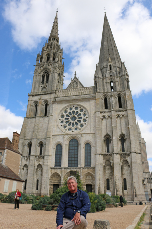Tom visits Chartres