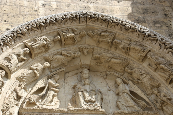 Chartres Cathedral-Western facade: Virgin and child flanked by angels