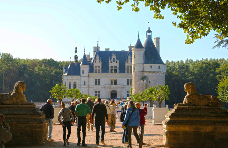 Approach to the entrance of Château de Chenonceau