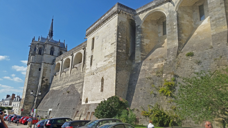 The fortified walls of  Château d'Amboise