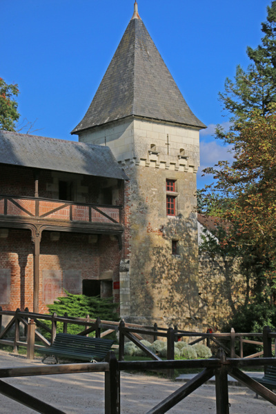 Tower and arcade of Clos Lucé