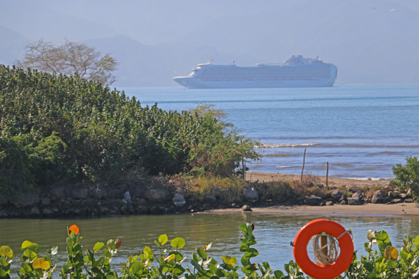 A cruise ship closes in on Vallarta's marina (Tuesday)