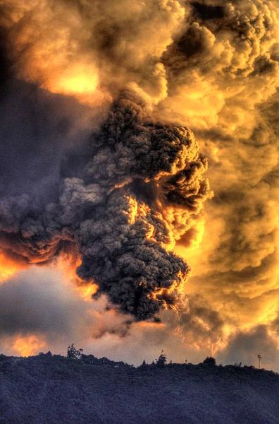 Eruption volcano Tungurahua Ecuador feb 1 2014