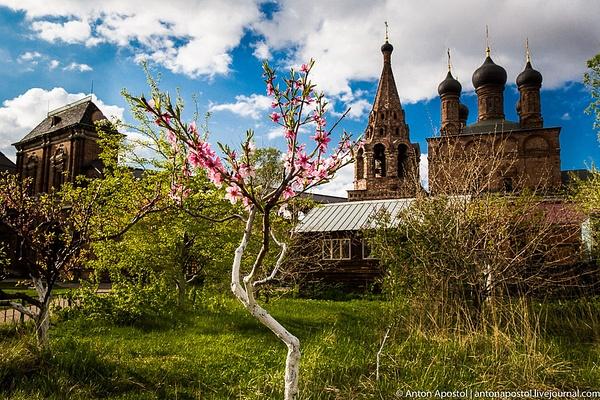 Moscow by Anton Apostol