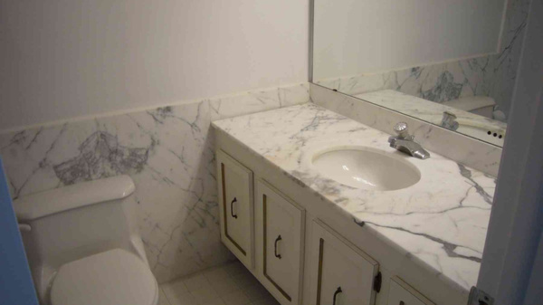 Guest Bath by Carlos Schopenhauer