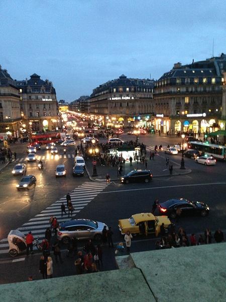 Opera Garnier. Vue sur la rue by Clarissa