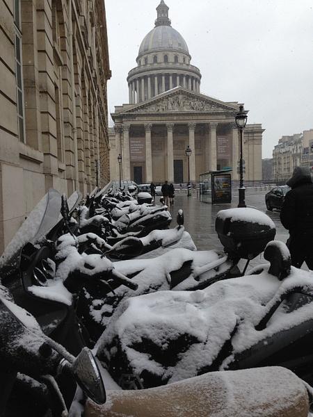 Le Pantheon. Les motos pres de la Sorbonne by Clarissa