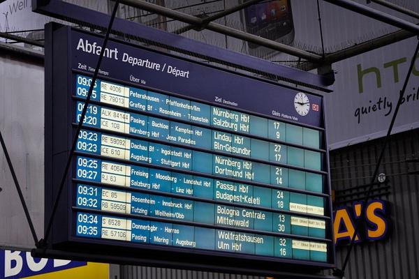 Табло на вокзале Мюнхена by...