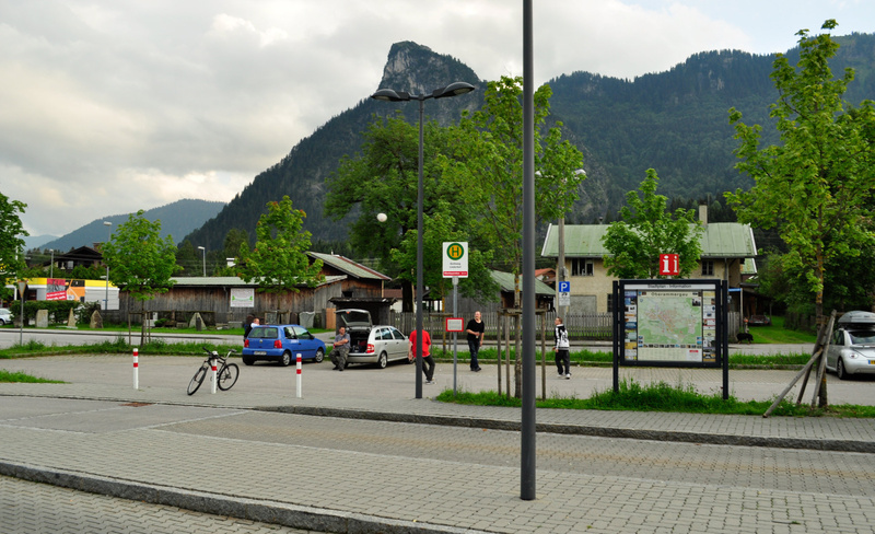 Обераммергау. Вид на автобусную остановку от вокзала