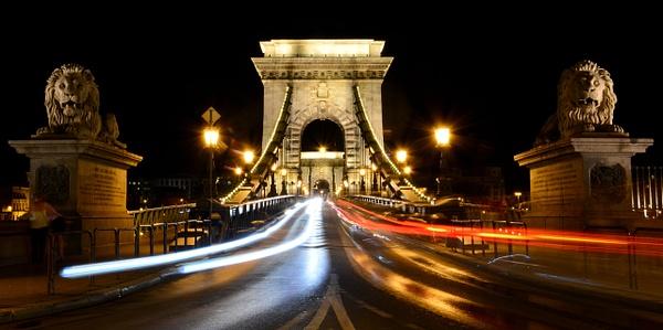 Chain Bridge at night by andreyspb