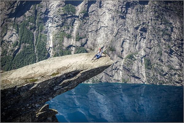 Norway trolltunga by VitaliyTeslya