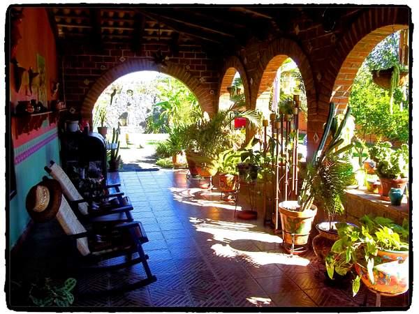 Downstairs terraza