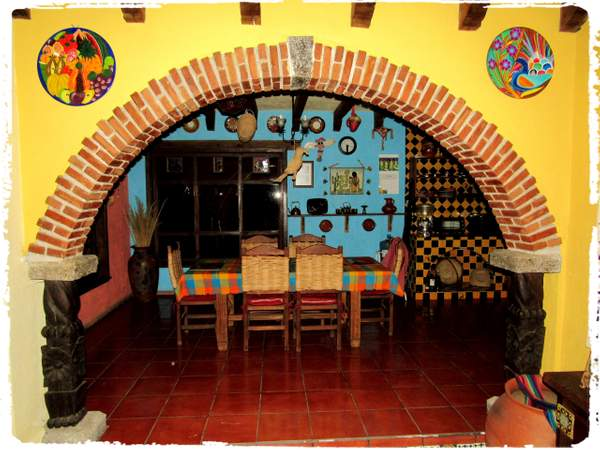 Arch between kitchen and living room