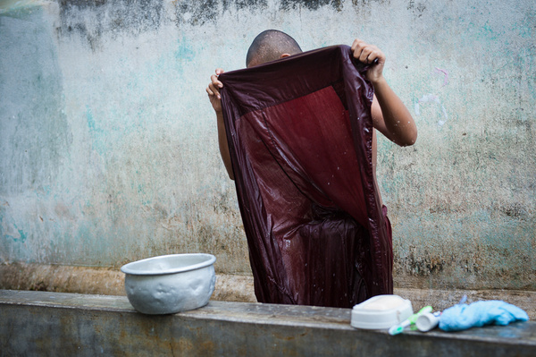2011_12_Мьянма_Мандалай_Утро монаха by Anatoly Strunin