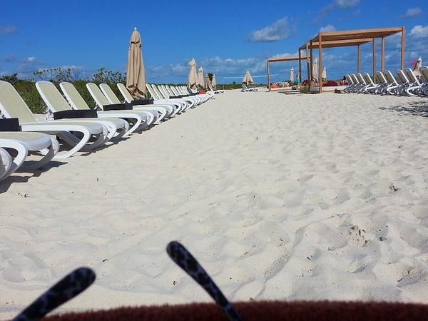 Nice sandy beach by Aannabandana