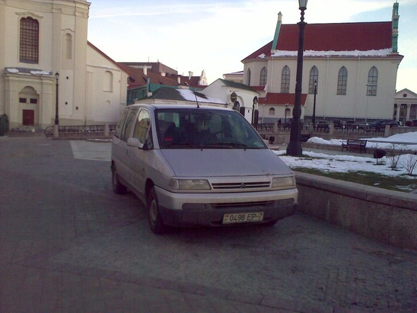 01_Парковка_у_Церкви_на_тротуаре by User4829416