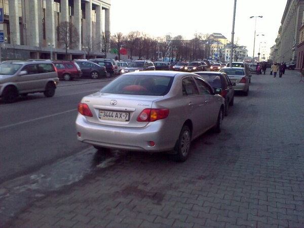 13_ул._Энгельса_4-6,_парковка_на_тротуаре by User4829416