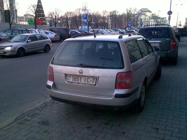 18_ул._Энгельса_4-6,_парковка_на_тротуаре by User4829416