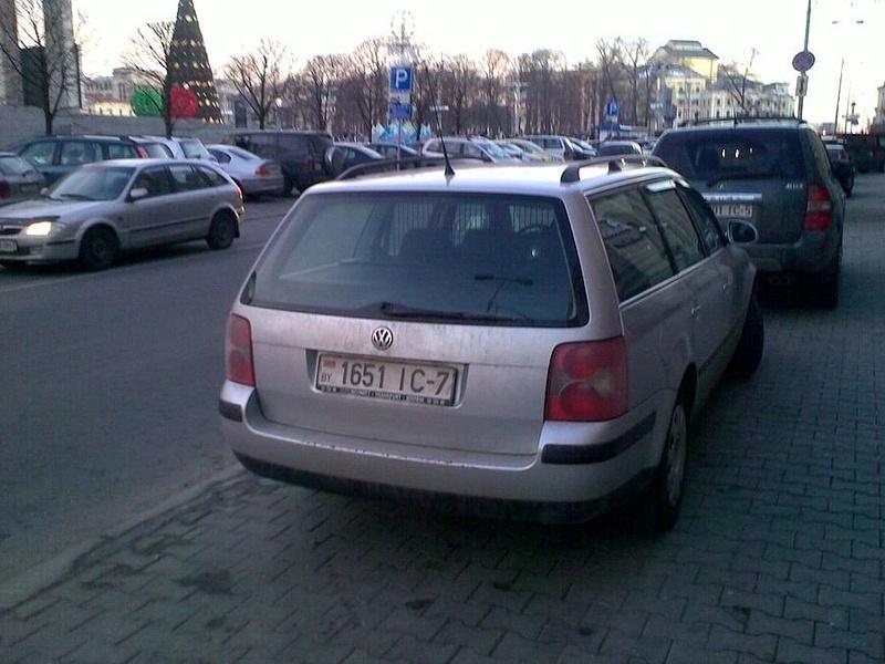 18_ул._Энгельса_4-6,_парковка_на_тротуаре
