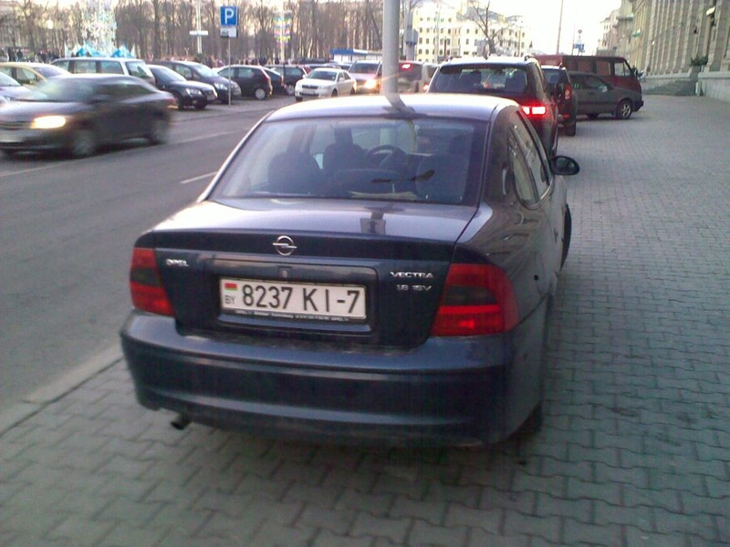 21_ул._Энгельса_4-6,_парковка_на_тротуаре