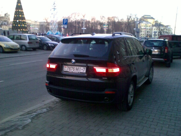 22_ул._Энгельса_4-6,_парковка_на_тротуаре by User4829416
