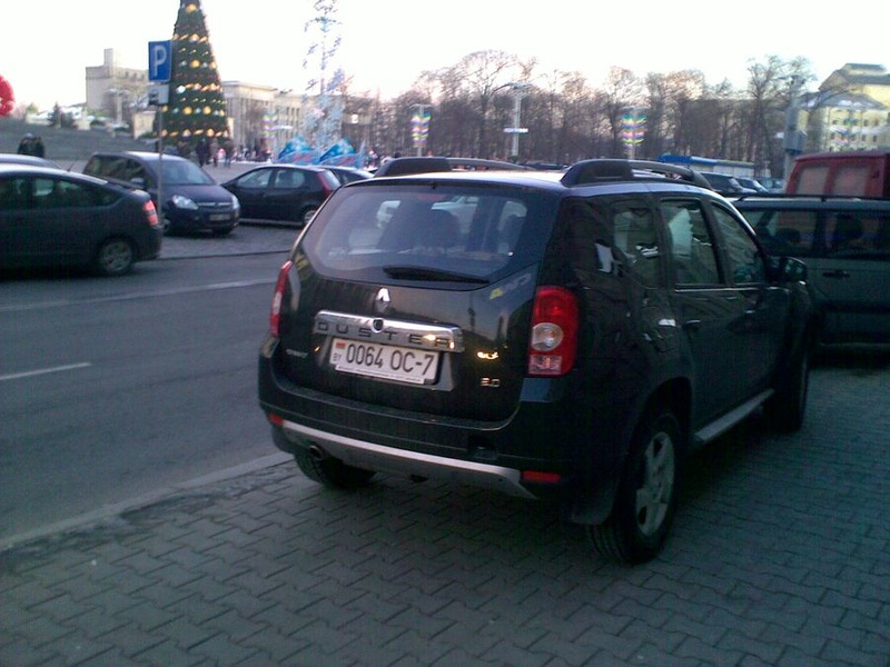 23_ул._Энгельса_4-6,_парковка_на_тротуаре