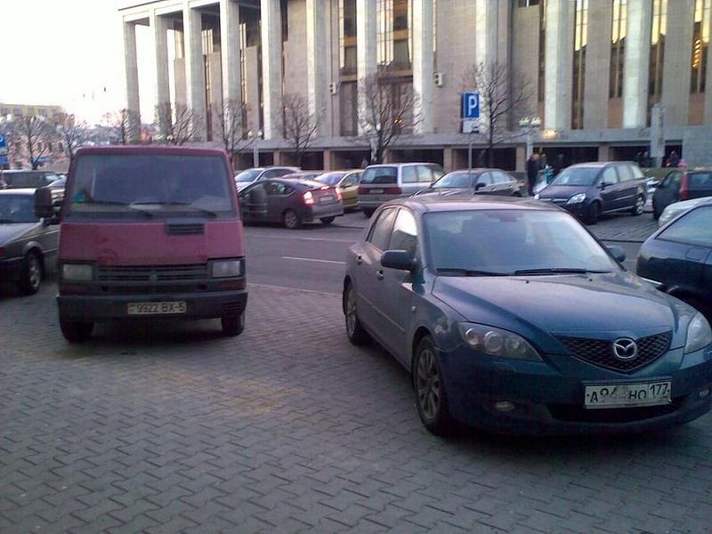 24_ул._Энгельса_4-6,_парковка_на_тротуаре