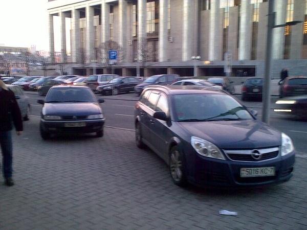 25_ул._Энгельса_4-6,_парковка_на_тротуаре by User4829416