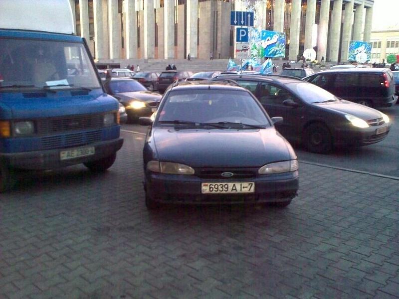 34_ул._Энгельса_4-6,_парковка_на_тротуаре