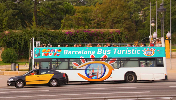 12-2_Barcelona_Tour_Bus.jpg by jimsimp3
