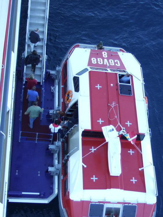Shuttle_Boat_Unloading