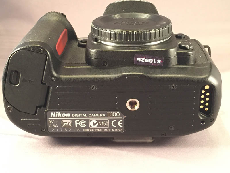 Nikon D100 Bottom