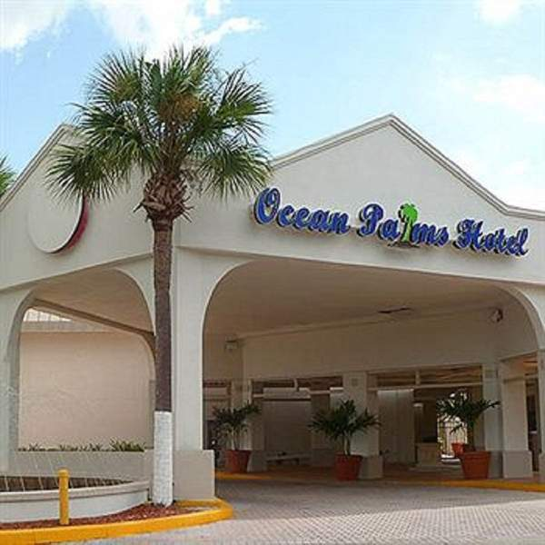 Hotel near skyway fishing  pier state park