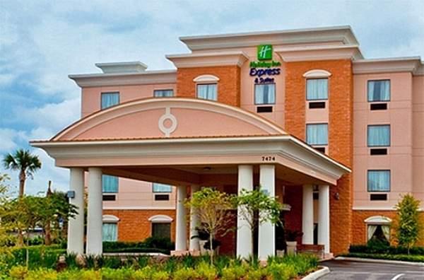 Hotel near aquatica