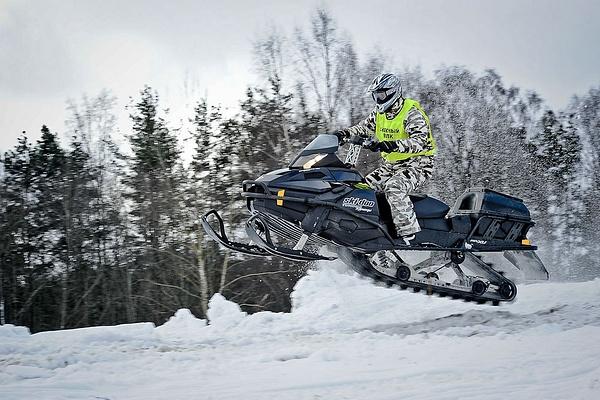 snowmobiles.... jumps ! by AnatolyiZubkov