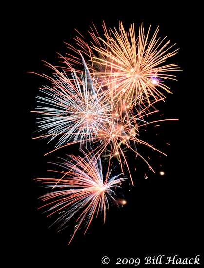 _DSD3935_4th_Fireworks_Chesterfield_062_070409