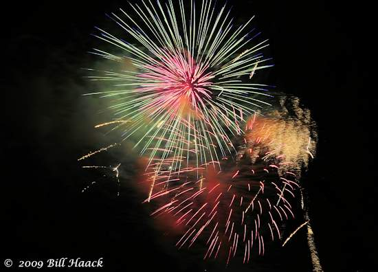_DSD3736_4th_Fireworks_Chesterfield_011_070409
