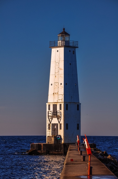 Frankfort Pier Light from 2009 by SDNowakowski