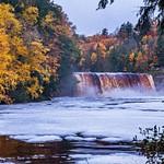 2018 Fall Colors @ Tahquamenon Upper Falls in between the Snowsqualls in October