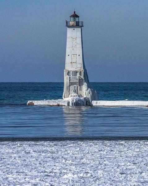 2019 Winter pics from Lake Gitchegumee, Arcadia Overlook...