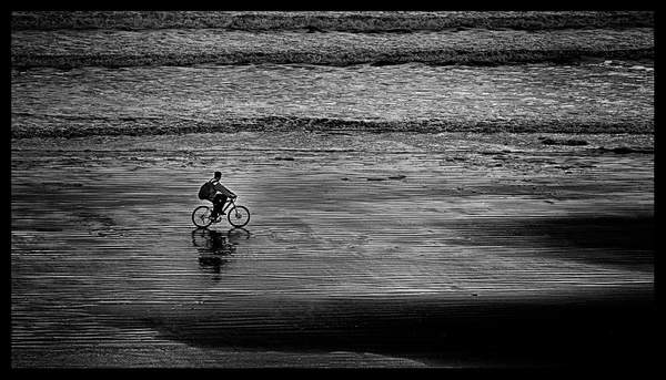 Bicycle-On-the-Beach-Film-Noire