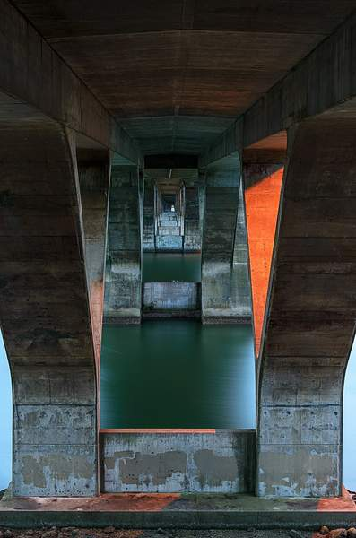 Under-the-Waldport-Bridge