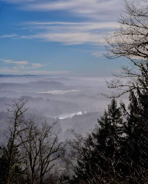 Foggy-Landscapre-Seen-from-the-Trail